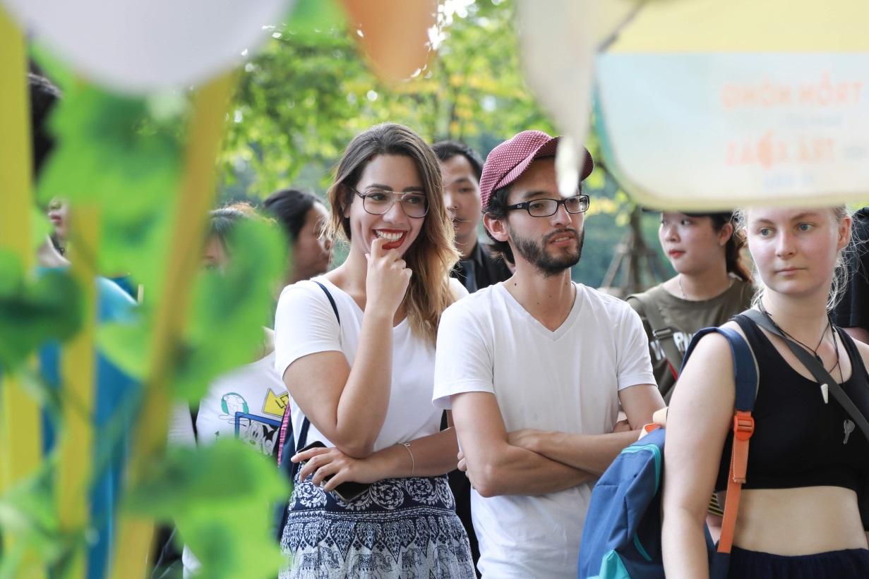 Bất ngờ khi thấy Jun Vũ - Jun Phạm, Min – Harry Lu hẹn hò trà chiều, hàng trăm fan đột kích buổi hẹn - Ảnh 18.