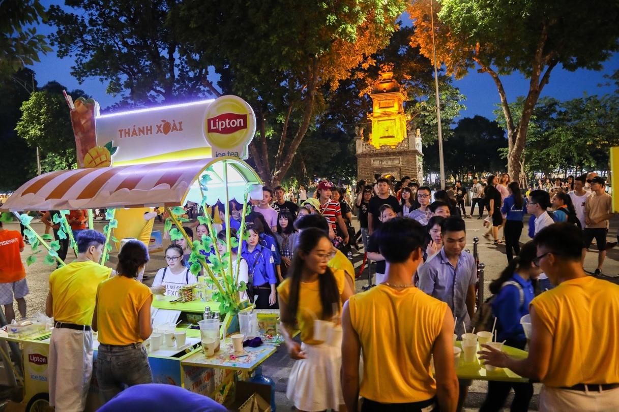 Bất ngờ khi thấy Jun Vũ - Jun Phạm, Min – Harry Lu hẹn hò trà chiều, hàng trăm fan đột kích buổi hẹn - Ảnh 19.
