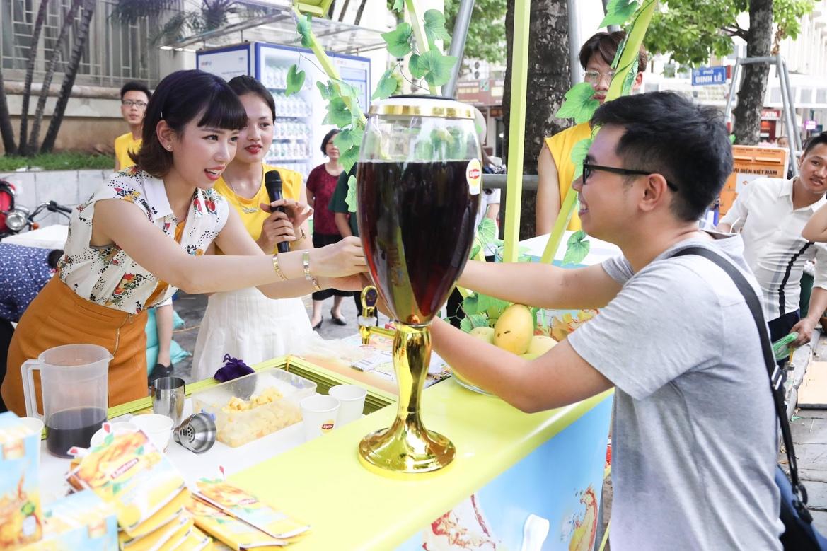 Bất ngờ khi thấy Jun Vũ - Jun Phạm, Min – Harry Lu hẹn hò trà chiều, hàng trăm fan đột kích buổi hẹn - Ảnh 21.