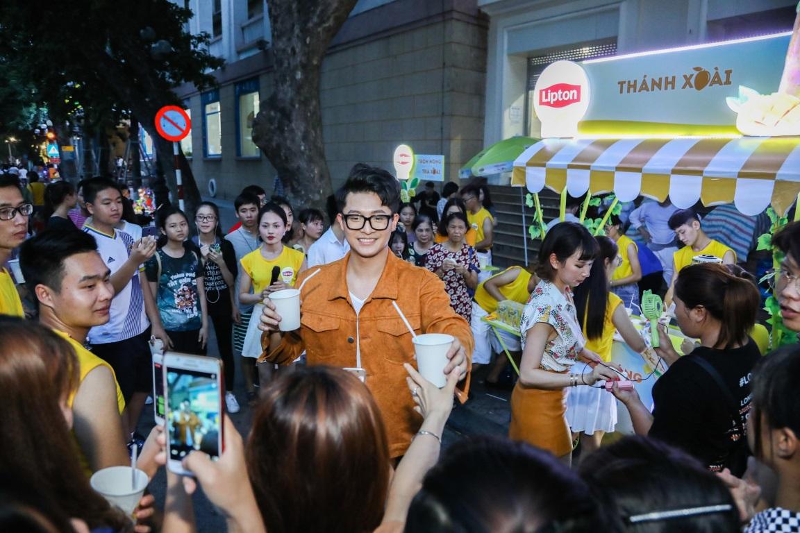 Bất ngờ khi thấy Jun Vũ - Jun Phạm, Min – Harry Lu hẹn hò trà chiều, hàng trăm fan đột kích buổi hẹn - Ảnh 22.