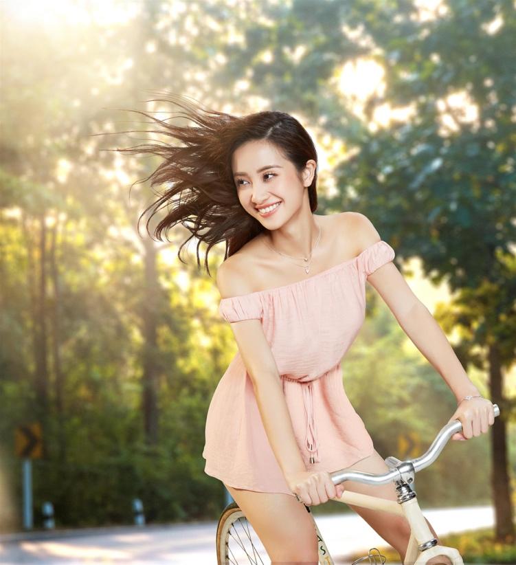 Mix đồ chuẩn cá tính đón ngày hè rực rỡ như Hòa Minzy, Jun Vũ, Sỹ Thanh - Ảnh 3.