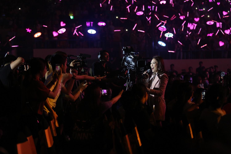 """Mỹ Tâm, Tuấn Hưng, Hà Anh Tuấn, Isaac khuấy động đại nhạc hội """"Dạ khúc Yêu thương"""" với loạt ca khúc hit - Ảnh 4."""