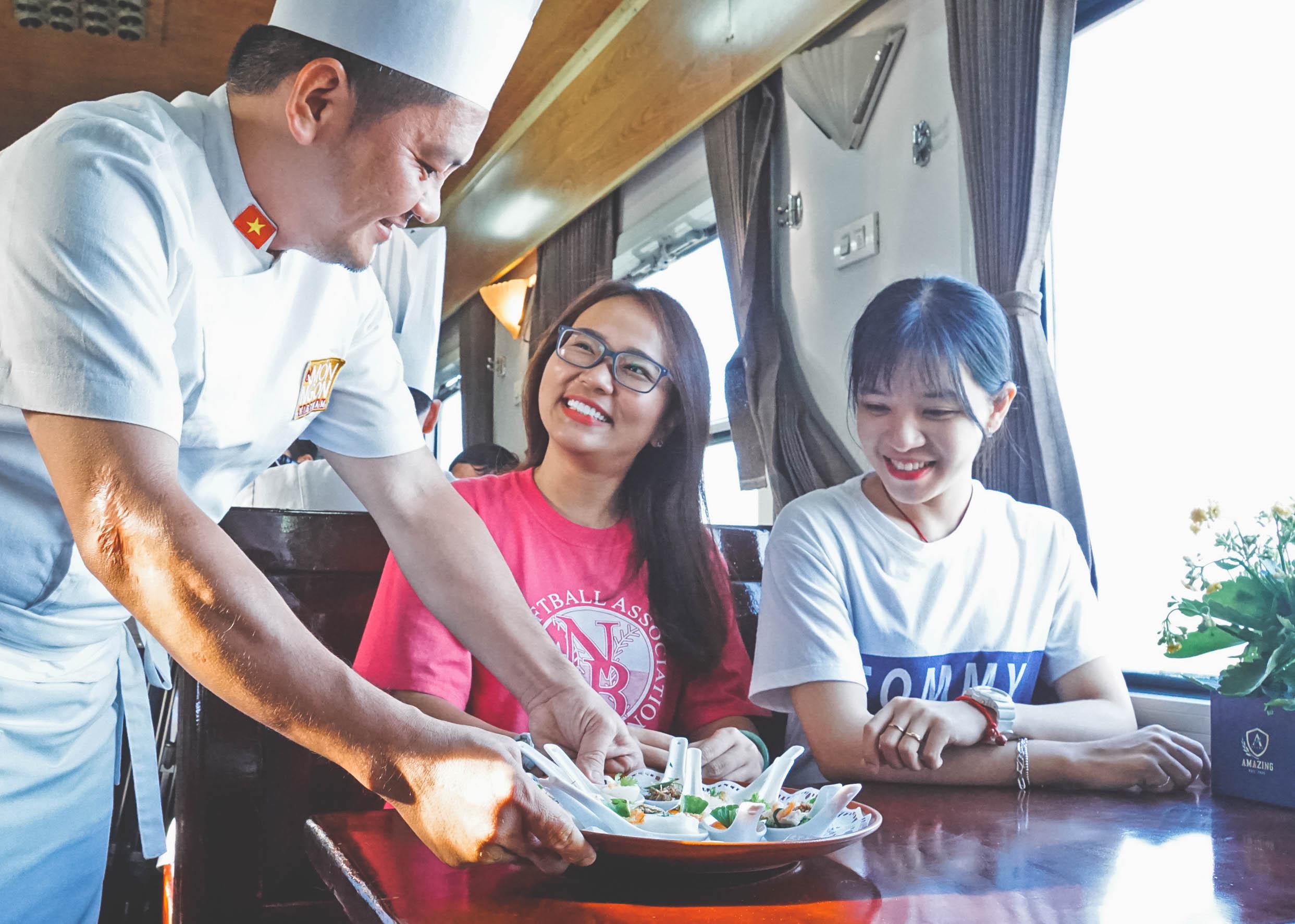 Chưa bao giờ lỗi thời! Du lịch bằng tàu hỏa là lựa chọn yêu thích của nhiều người trẻ ưa xê dịch - Ảnh 3.