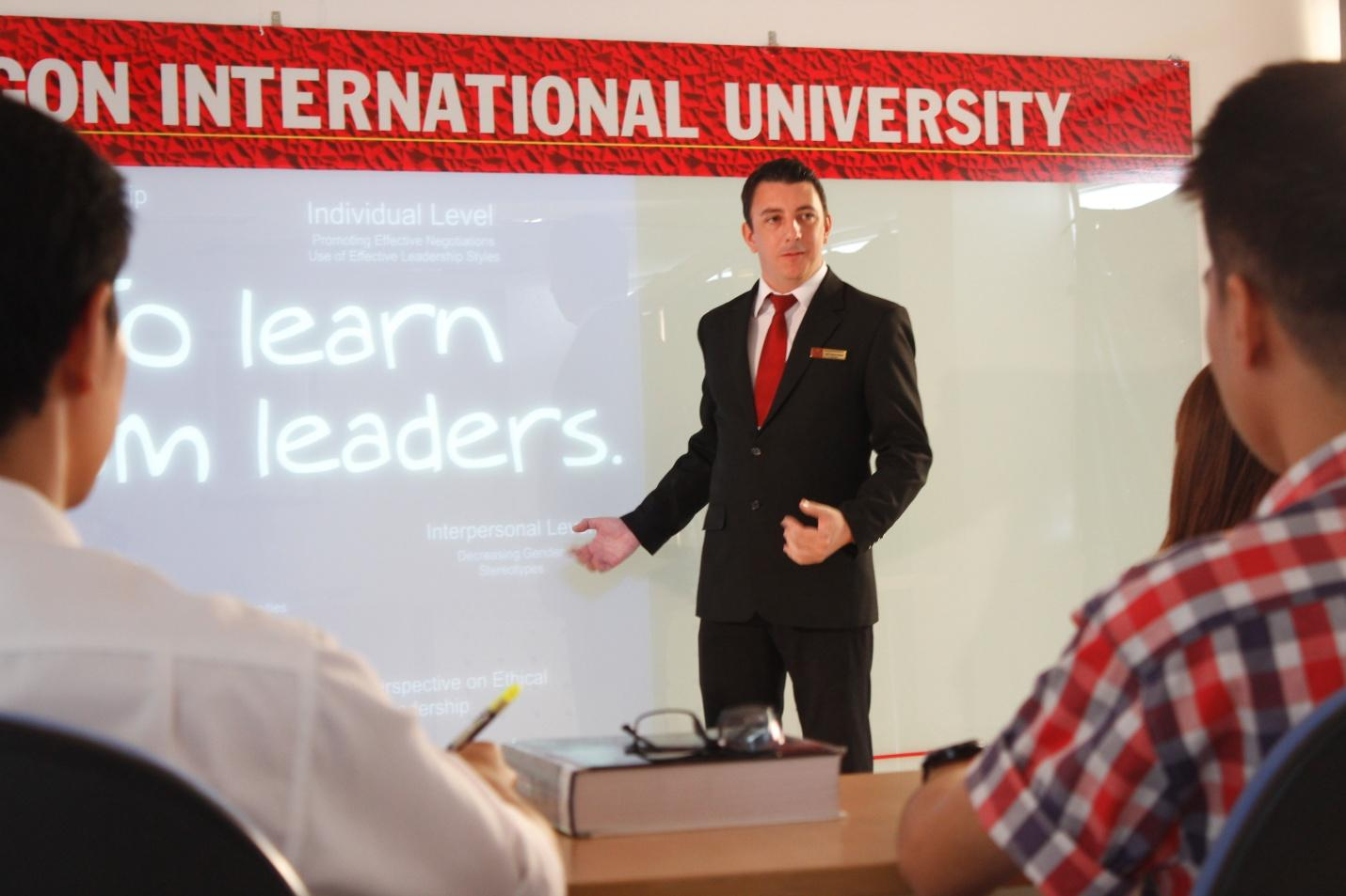 ĐH Quốc tế Sài Gòn và định hướng đào tạo sinh viên toàn cầu - Ảnh 1.