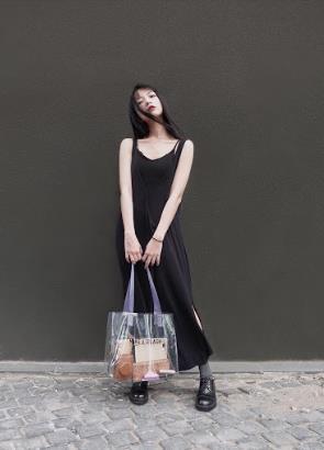 Chiếc túi nào đang khiến các hot girl Instagram Việt phát cuồng trong mùa Summer Fall 2018ZZZ - ảnh 4