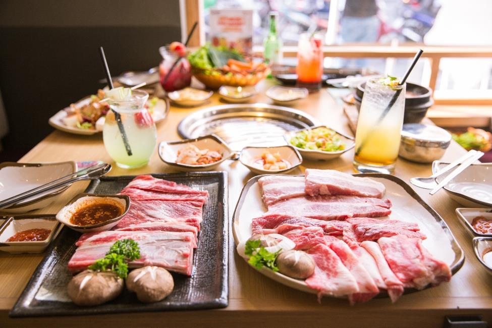 """Dân sành ăn Bình Thạnh, Q.1 có thêm địa điểm """"sống ảo"""" ở quán thịt nướng Hàn Quốc - Ảnh 1."""