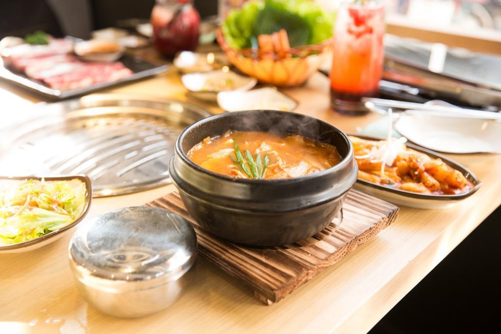 """Dân sành ăn Bình Thạnh, Q.1 có thêm địa điểm """"sống ảo"""" ở quán thịt nướng Hàn Quốc - Ảnh 3."""