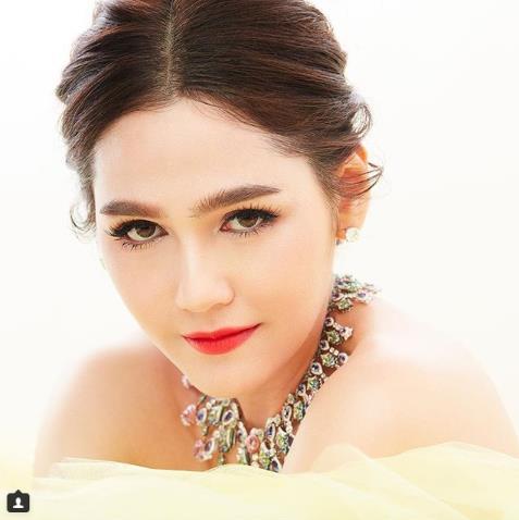 Jun Vũ, Diễm My 9x cùng loạt beauty blogger mê mẩn với BST hơn 40 màu son lì mới - Ảnh 23.