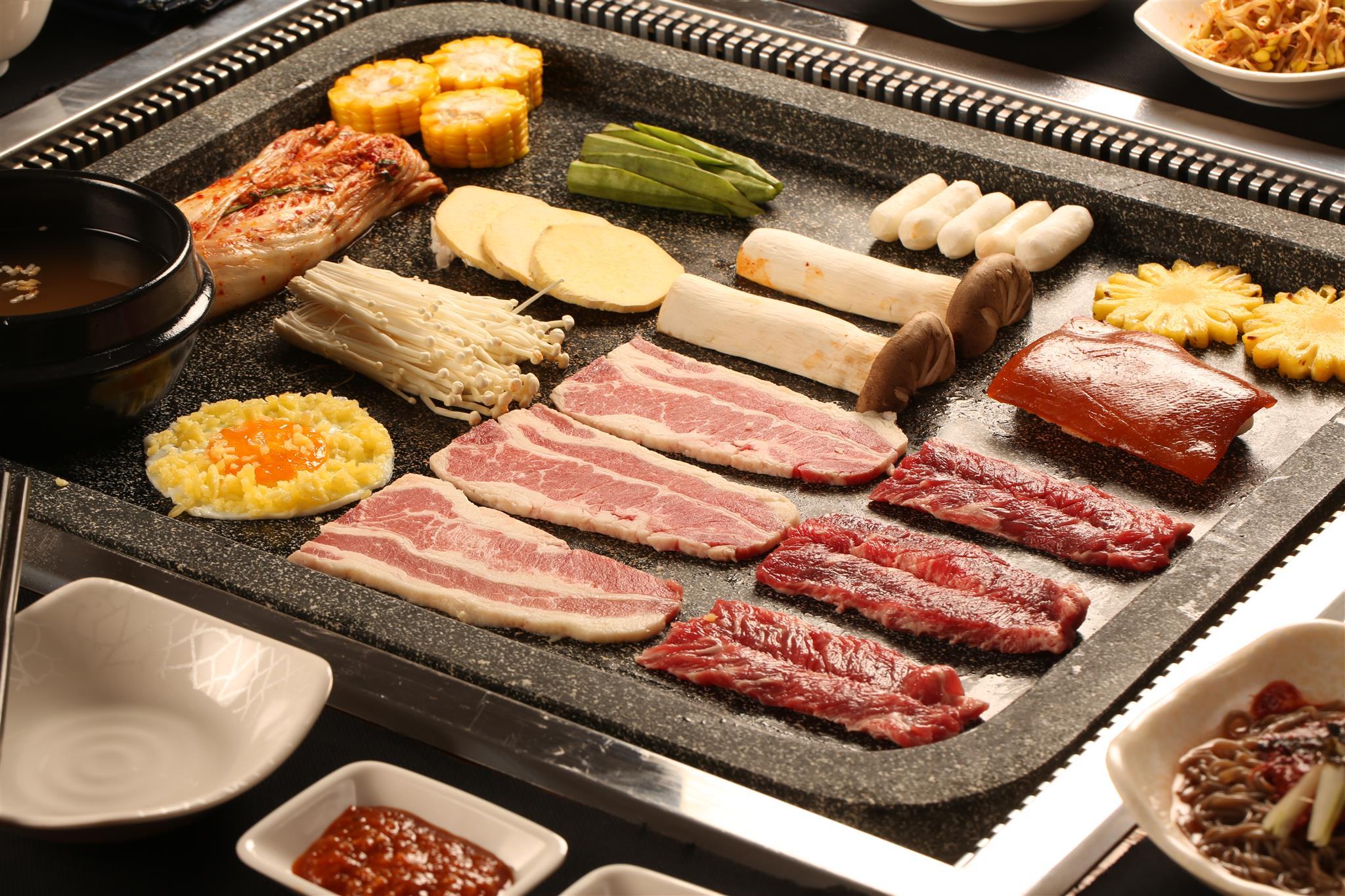 Thưởng thức buffet thịt nướng bàn đá độc đáo từ Hàn Quốc - Ảnh 2.