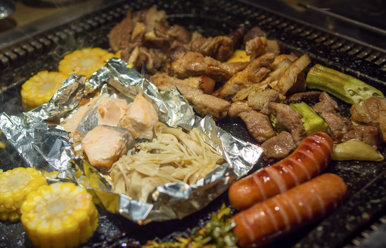 Thưởng thức buffet thịt nướng bàn đá độc đáo từ Hàn Quốc - Ảnh 4.