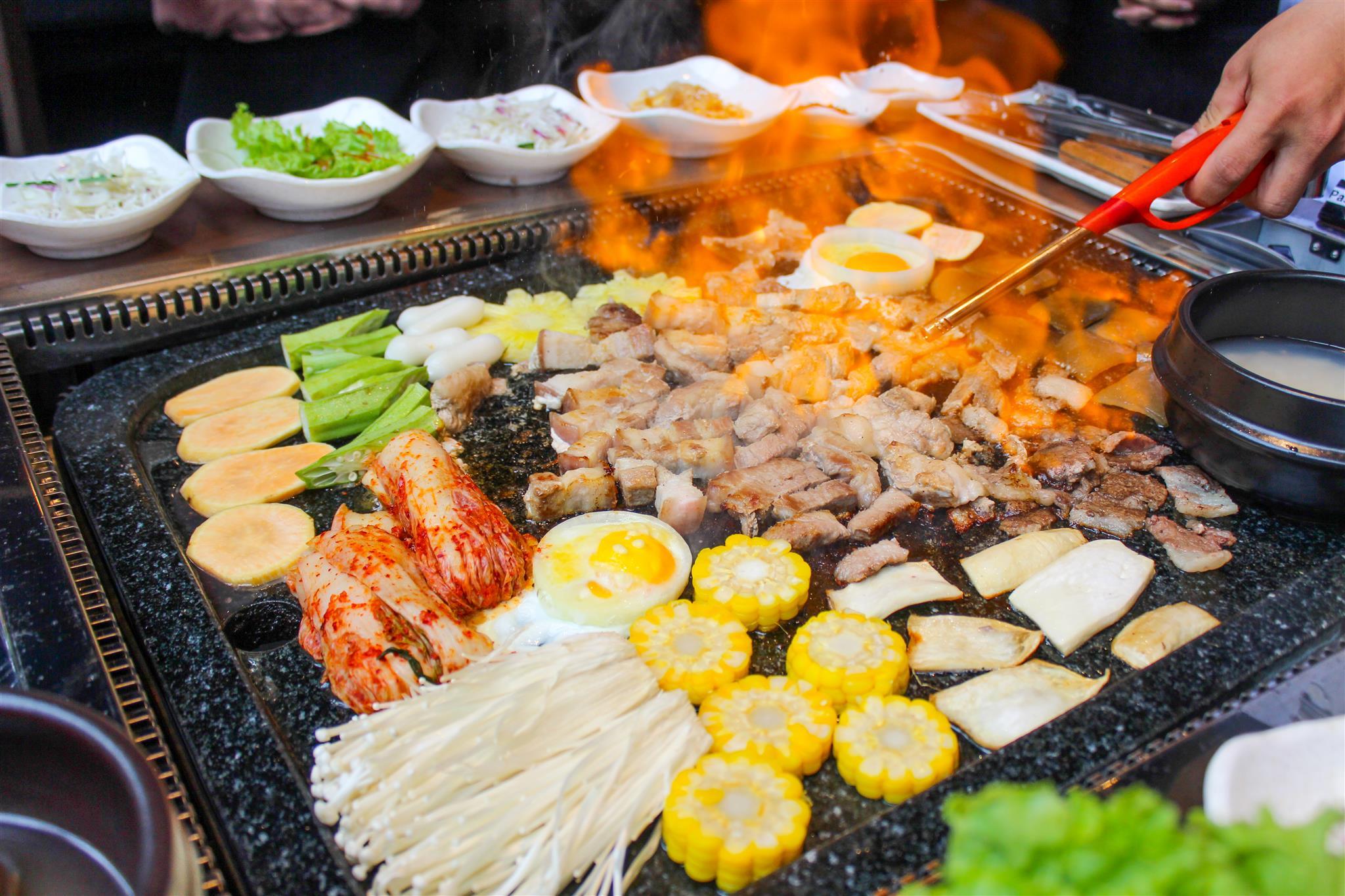 Thưởng thức buffet thịt nướng bàn đá độc đáo từ Hàn Quốc - Ảnh 5.