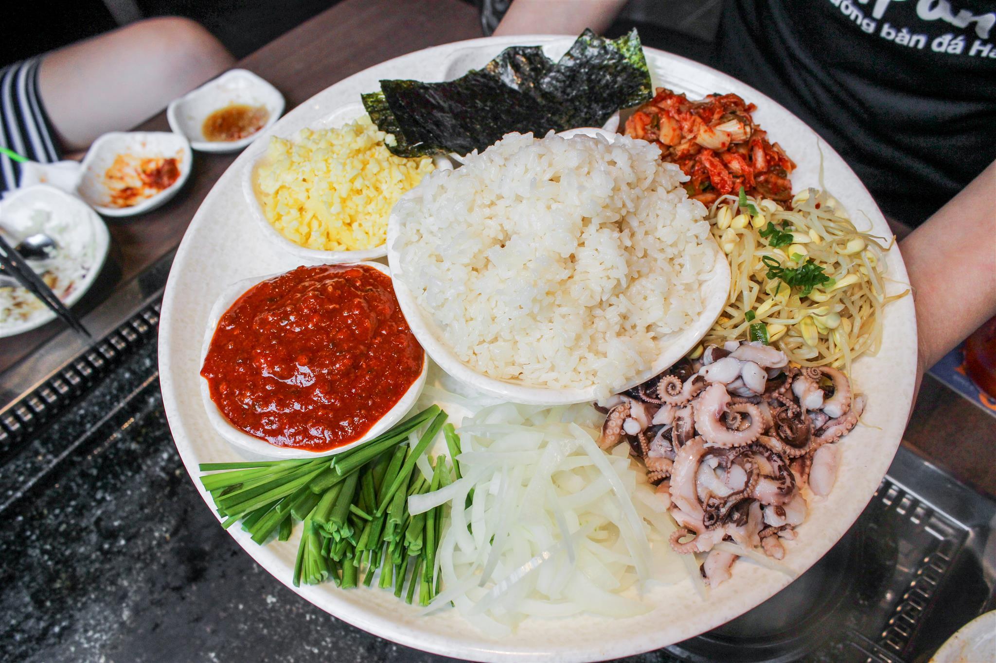 Thưởng thức buffet thịt nướng bàn đá độc đáo từ Hàn Quốc - Ảnh 6.