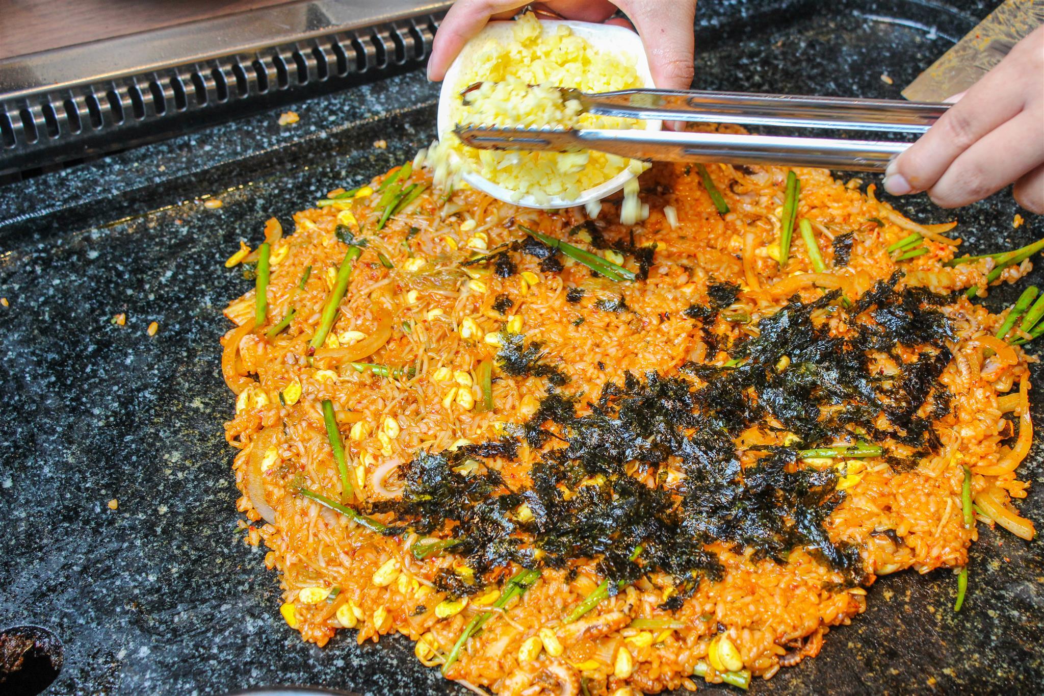 Thưởng thức buffet thịt nướng bàn đá độc đáo từ Hàn Quốc - Ảnh 7.