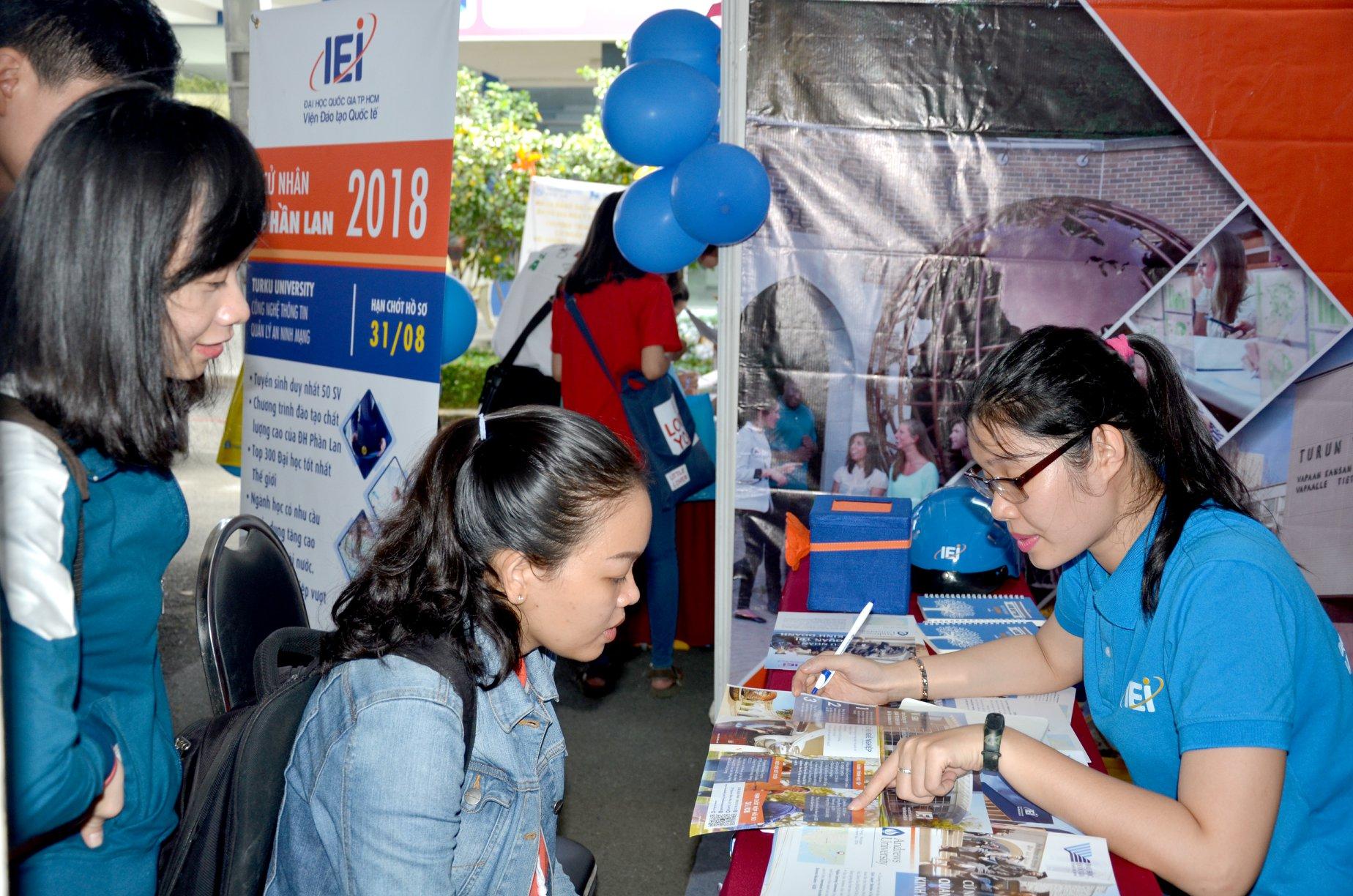 Viện Đào tạo quốc tế - ĐH Quốc gia TP.HCM xét tuyển cử nhân bằng học bạ - Ảnh 2.