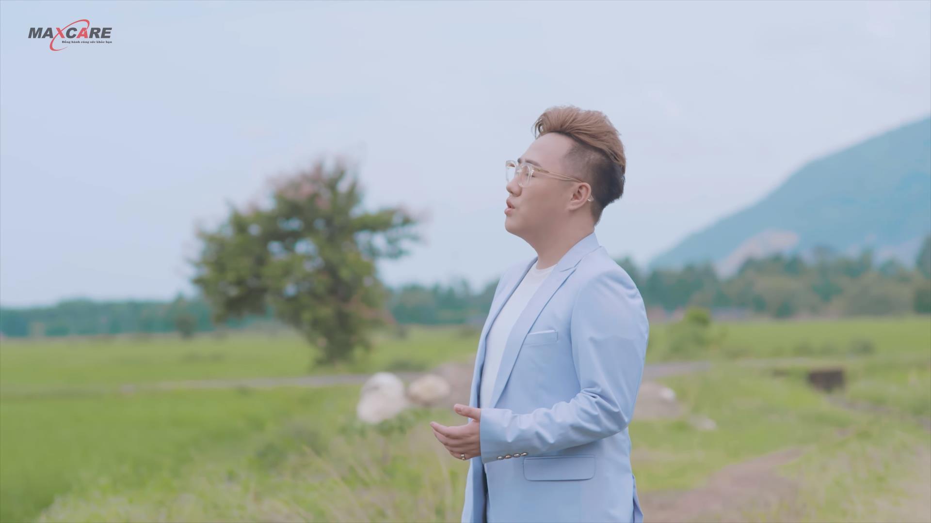 """""""Thánh Mưa"""" Trung Quân Idol đốn tim người nghe bằng giọng hát ngọt ngào trong MV mới về mẹ - Ảnh 3."""