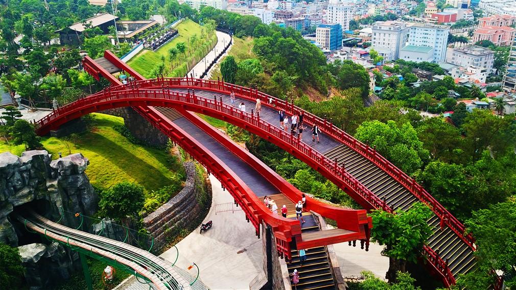 Sau cầu Vàng Đà Nẵng, cầu Koi Hạ Long đang được rầm rộ check in - Ảnh 1.