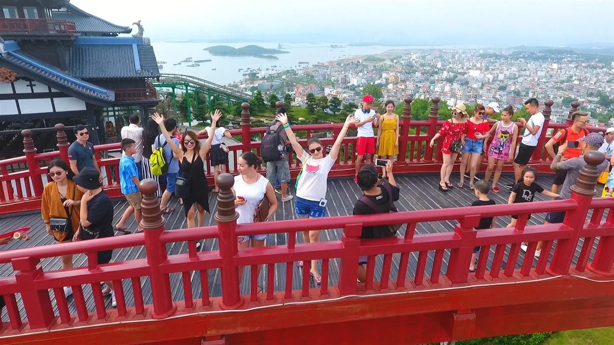 Sau cầu Vàng Đà Nẵng, cầu Koi Hạ Long đang được rầm rộ check in - Ảnh 3.