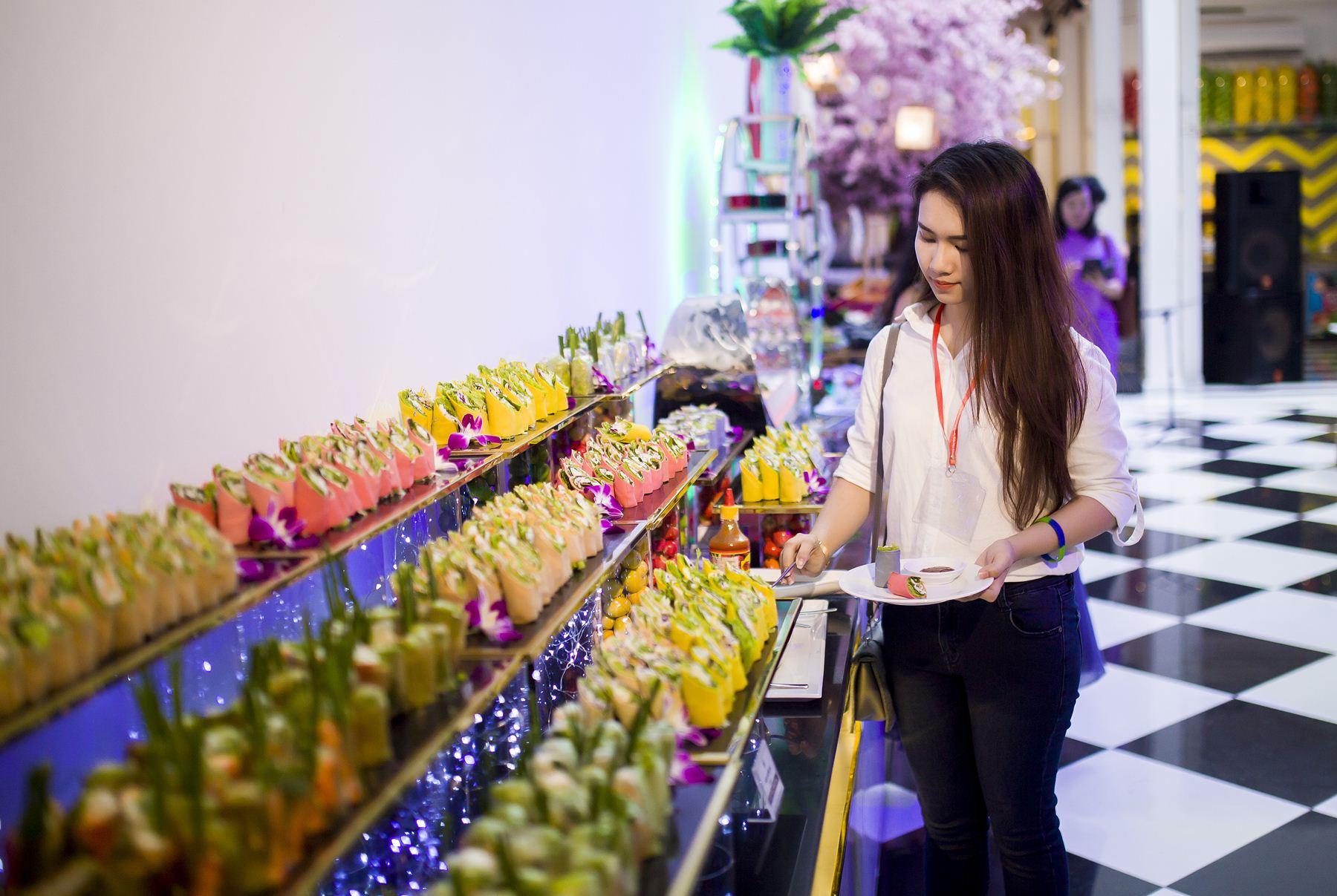Nhà hàng Âu Lạc Healthy World thu hút các bạn trẻ với buffet hơn 150 món chay - Ảnh 1.