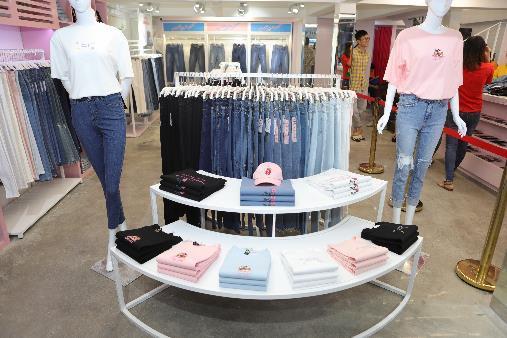"""Khám phá """"đại bản doanh"""" của dòng quần jeans -5kg gây sốt khắp thế giới - Ảnh 6."""