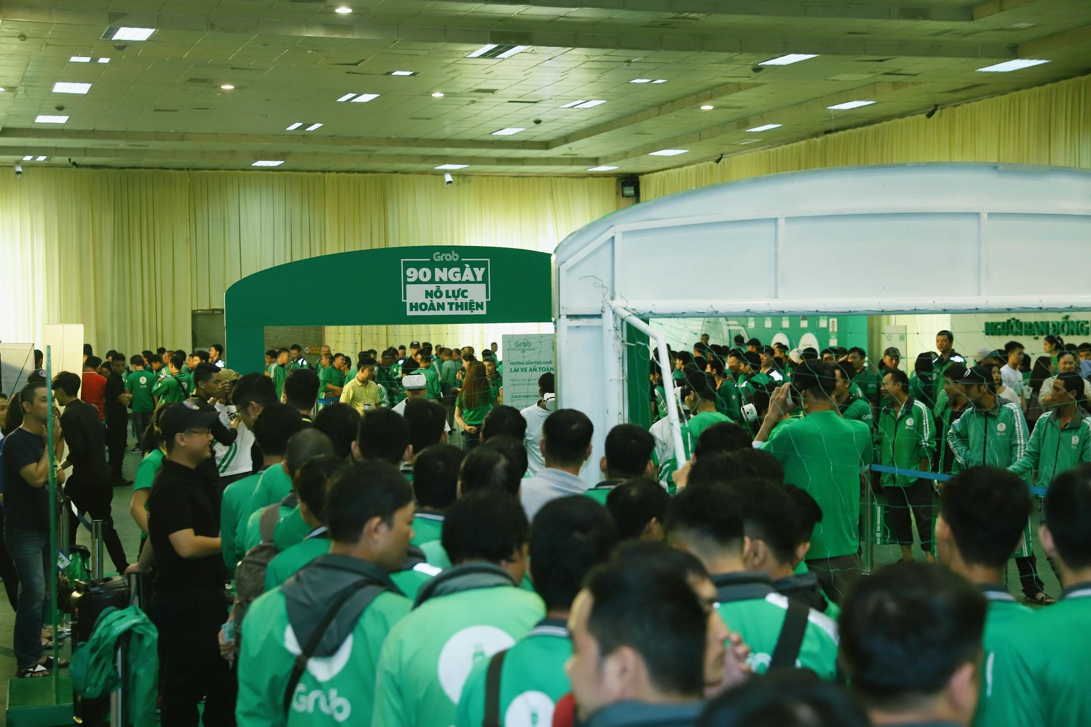 Hà Nội: Mặc mưa bão, Ngày hội tài xế công nghệ vẫn quy tụ hàng ngàn người tham gia - Ảnh 1.