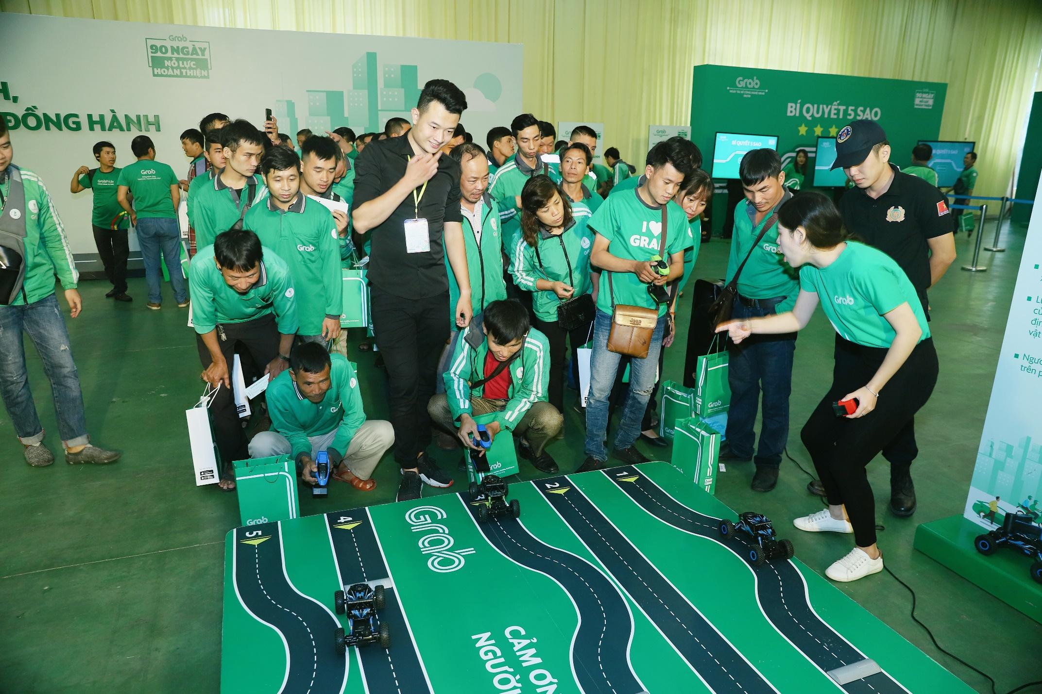 Hà Nội: Mặc mưa bão, Ngày hội tài xế công nghệ vẫn quy tụ hàng ngàn người tham gia - Ảnh 4.