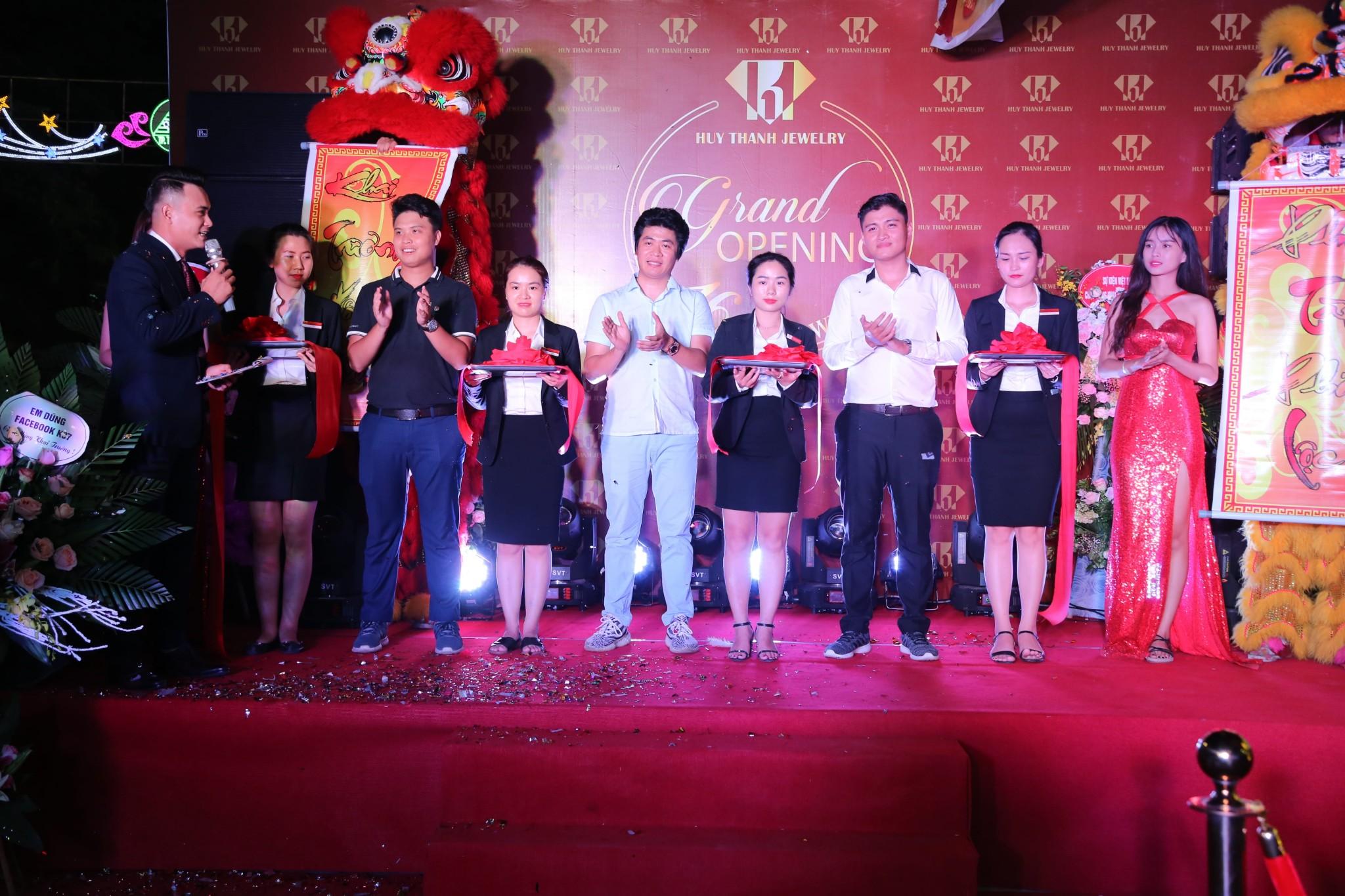 Giới trẻ Thái Nguyên háo hức chào đón sự kiện khai trương Huy Thanh Jewelry - Ảnh 1.