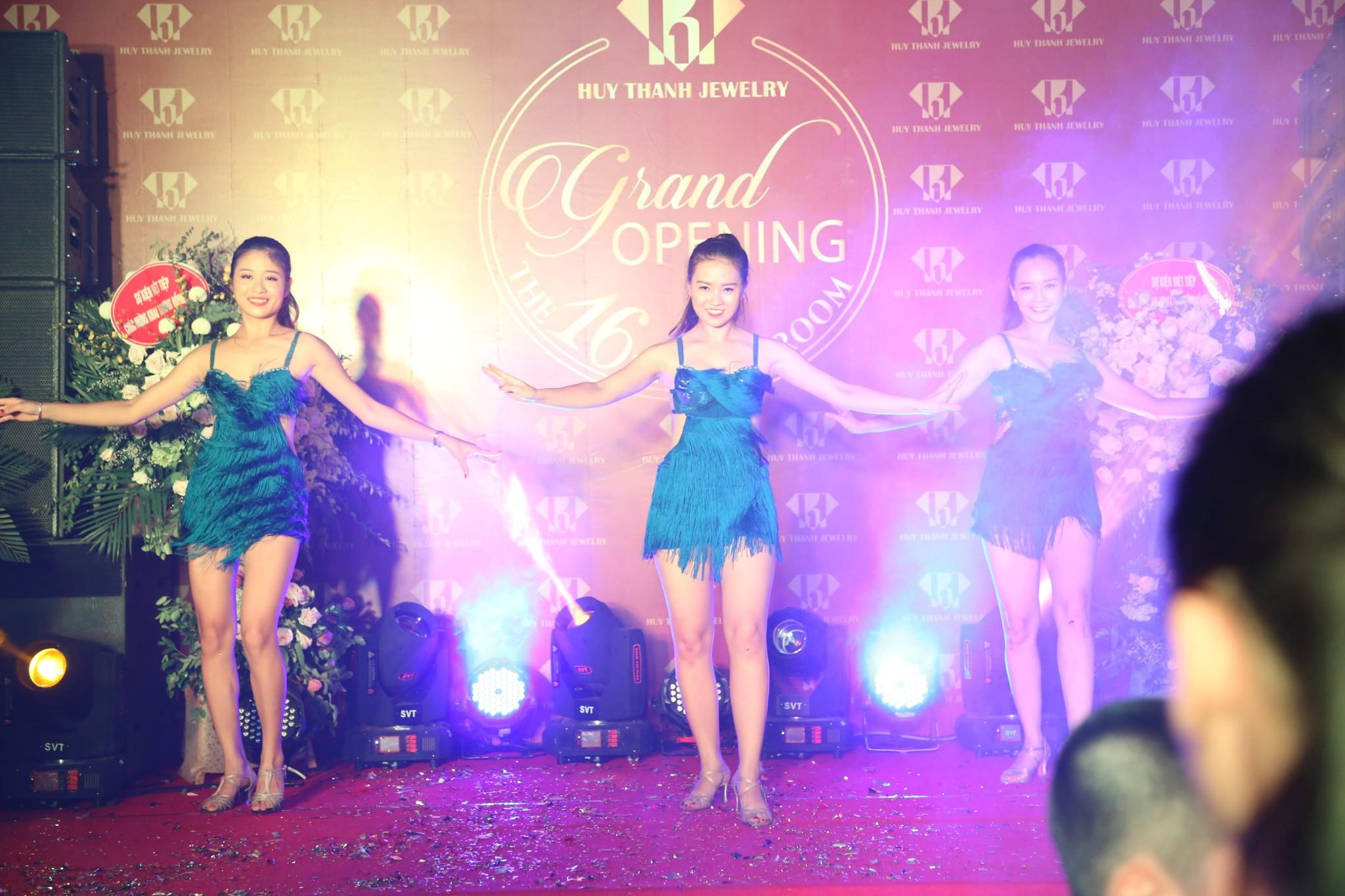 Giới trẻ Thái Nguyên háo hức chào đón sự kiện khai trương Huy Thanh Jewelry - Ảnh 2.