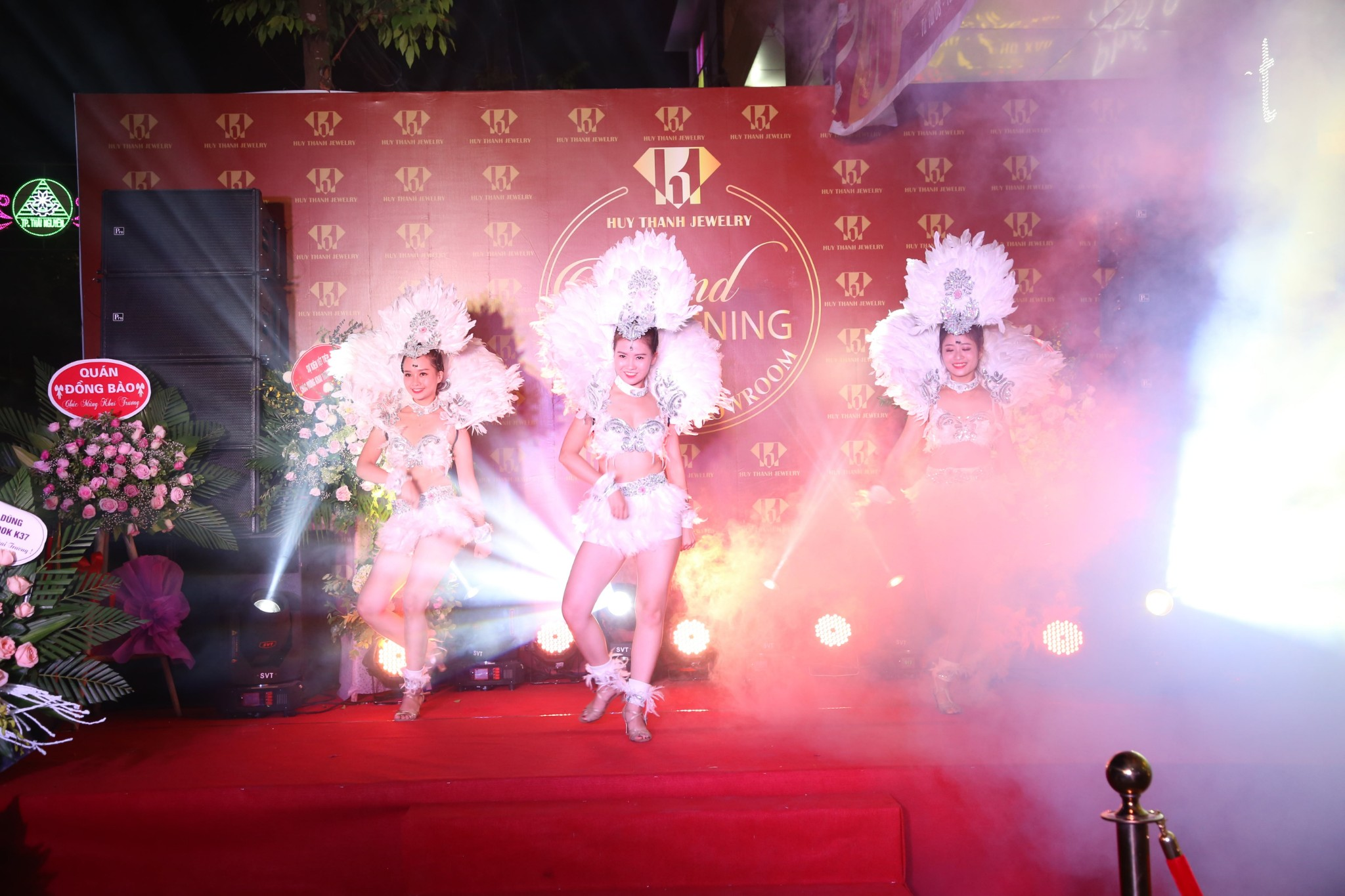 Giới trẻ Thái Nguyên háo hức chào đón sự kiện khai trương Huy Thanh Jewelry - Ảnh 3.