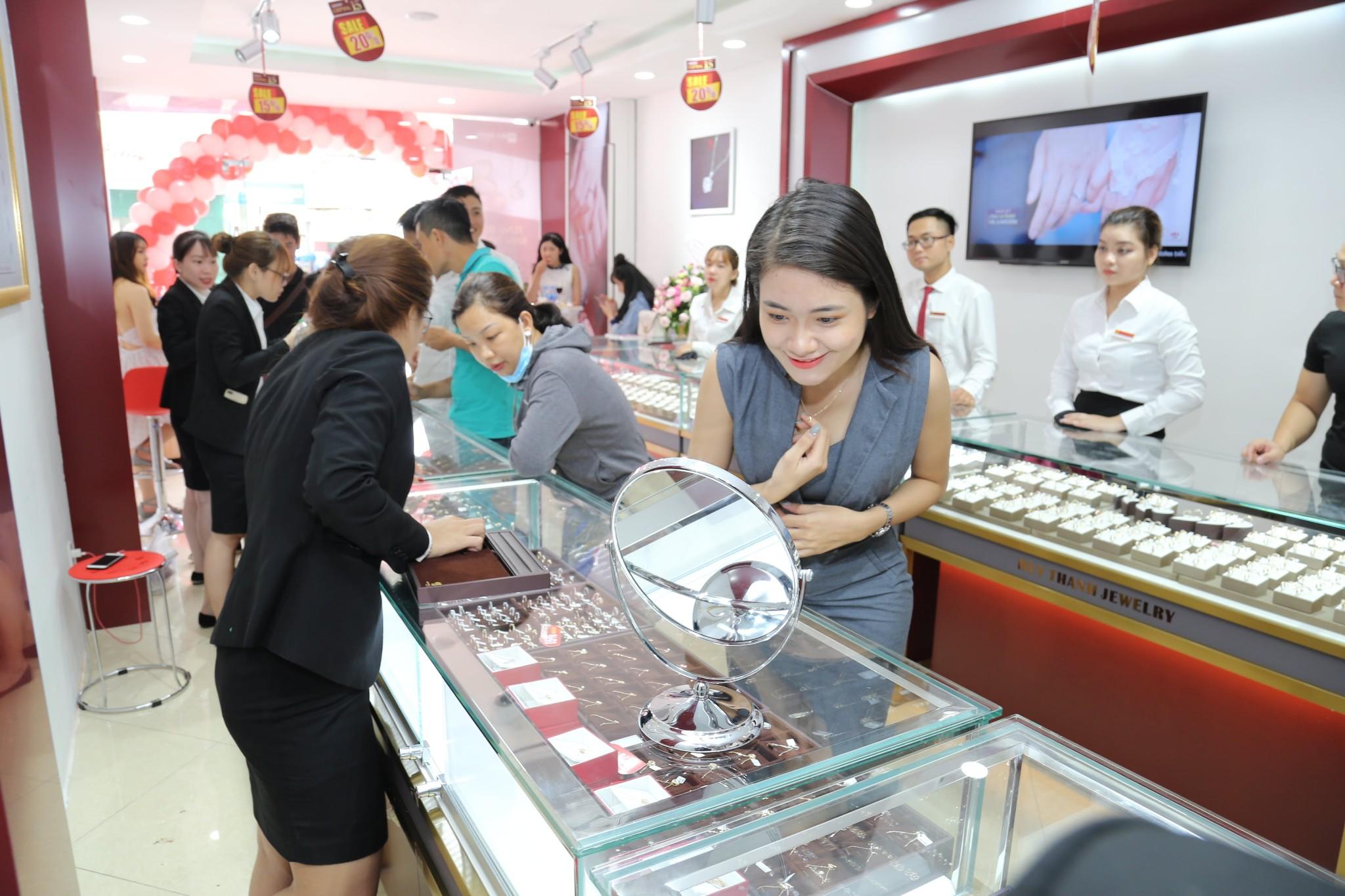 Giới trẻ Thái Nguyên háo hức chào đón sự kiện khai trương Huy Thanh Jewelry - Ảnh 6.