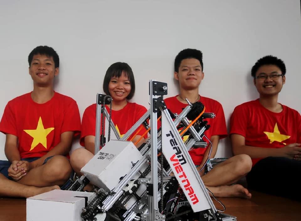 Teen FPT mang robot Việt, chuồn chuồn tre đi thi đấu quốc tế, kết quả thật bất ngờ - Ảnh 1.