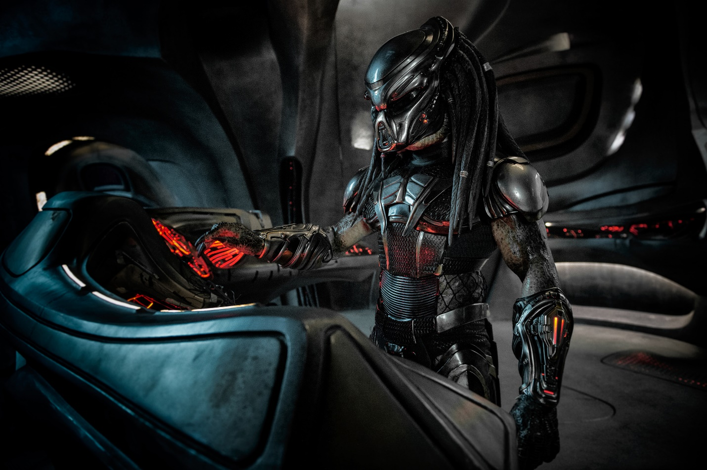 """""""The Predator"""" - Mãn nhãn với những pha hành động kịch tính và rùngrợn của các quái thú vô hình - Ảnh 4."""