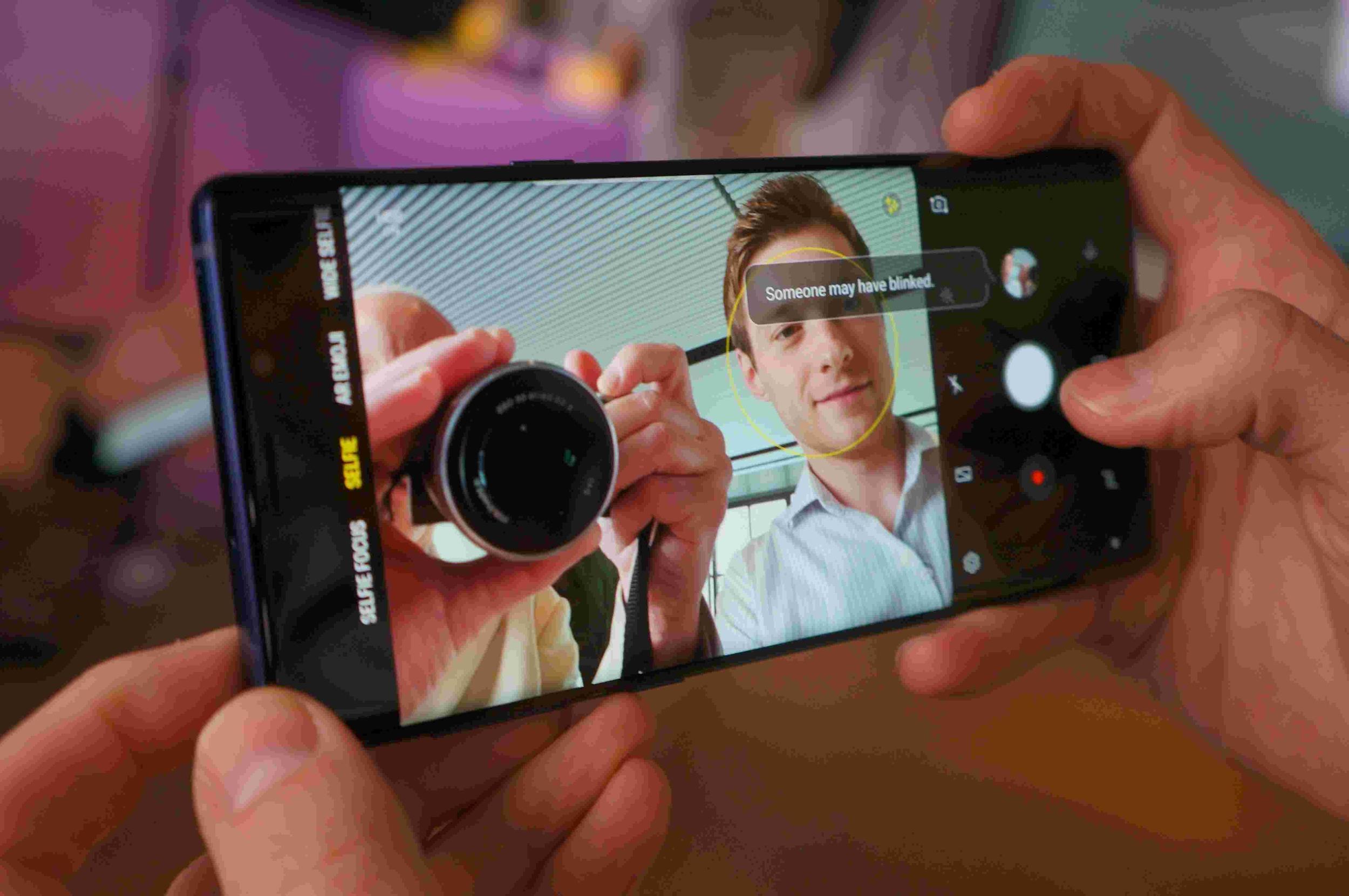 Với Galaxy Note 9, bạn sẽ chụp ảnh nhiều hơn, đẹp hơn và sáng. \u201c
