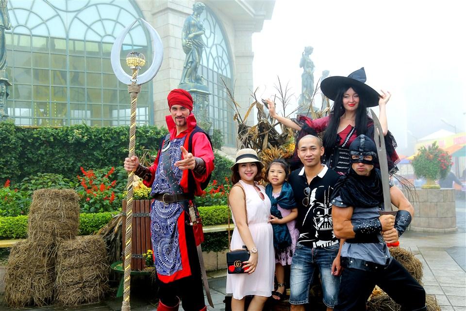 Đến xứ sở Cầu Vàng gặp cô bé quàng khăn đỏ và chàng Aladin tốt bụng - Ảnh 4.