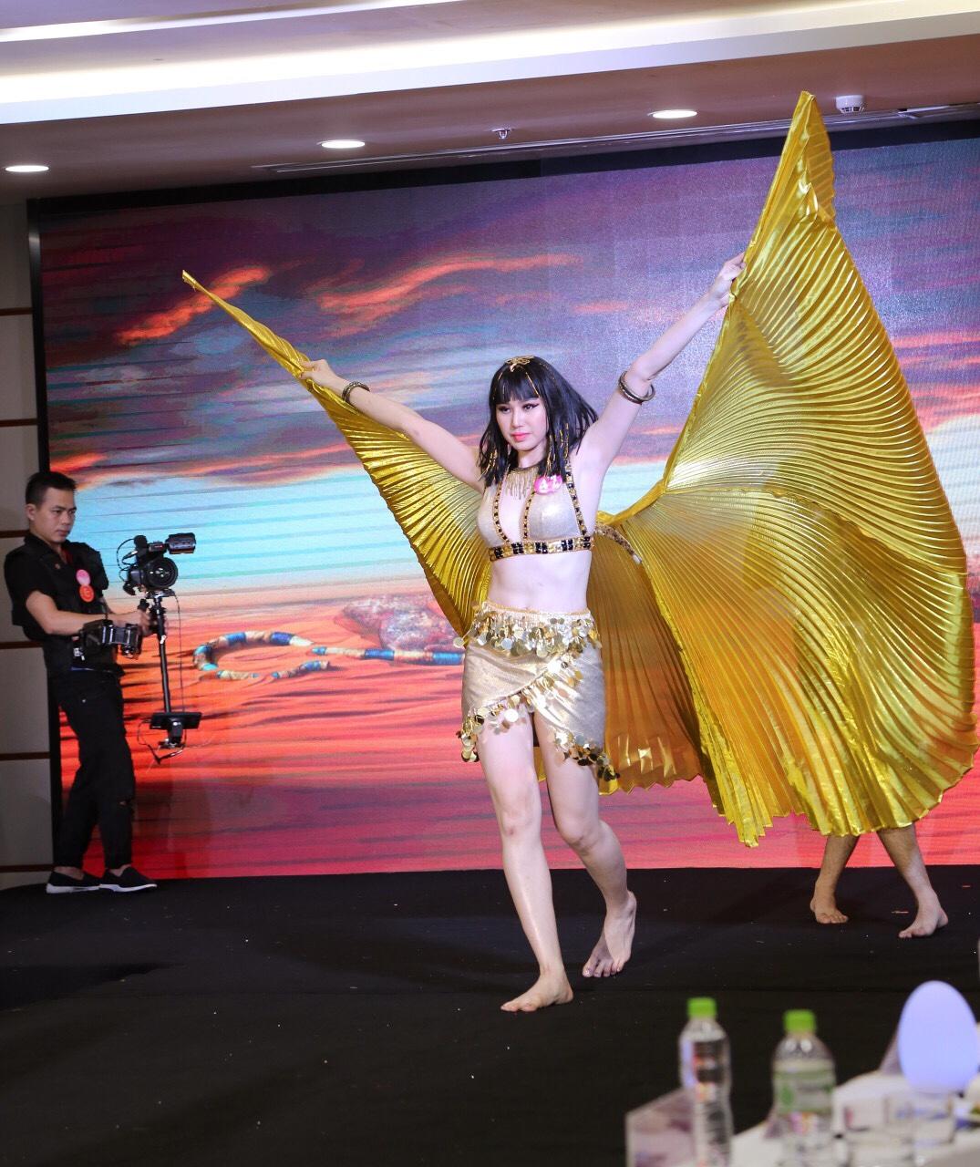 CEO Thủy Phạm giành cú đúp danh hiệu từ Nữ hoàng Doanh nhân đất Việt 2018 - Ảnh 9.