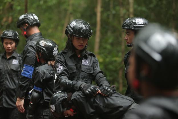 CBTHM: Màn thủy chiến sống còn của team Huỳnh Tiên và Rima Thanh Vy - Ảnh 1.