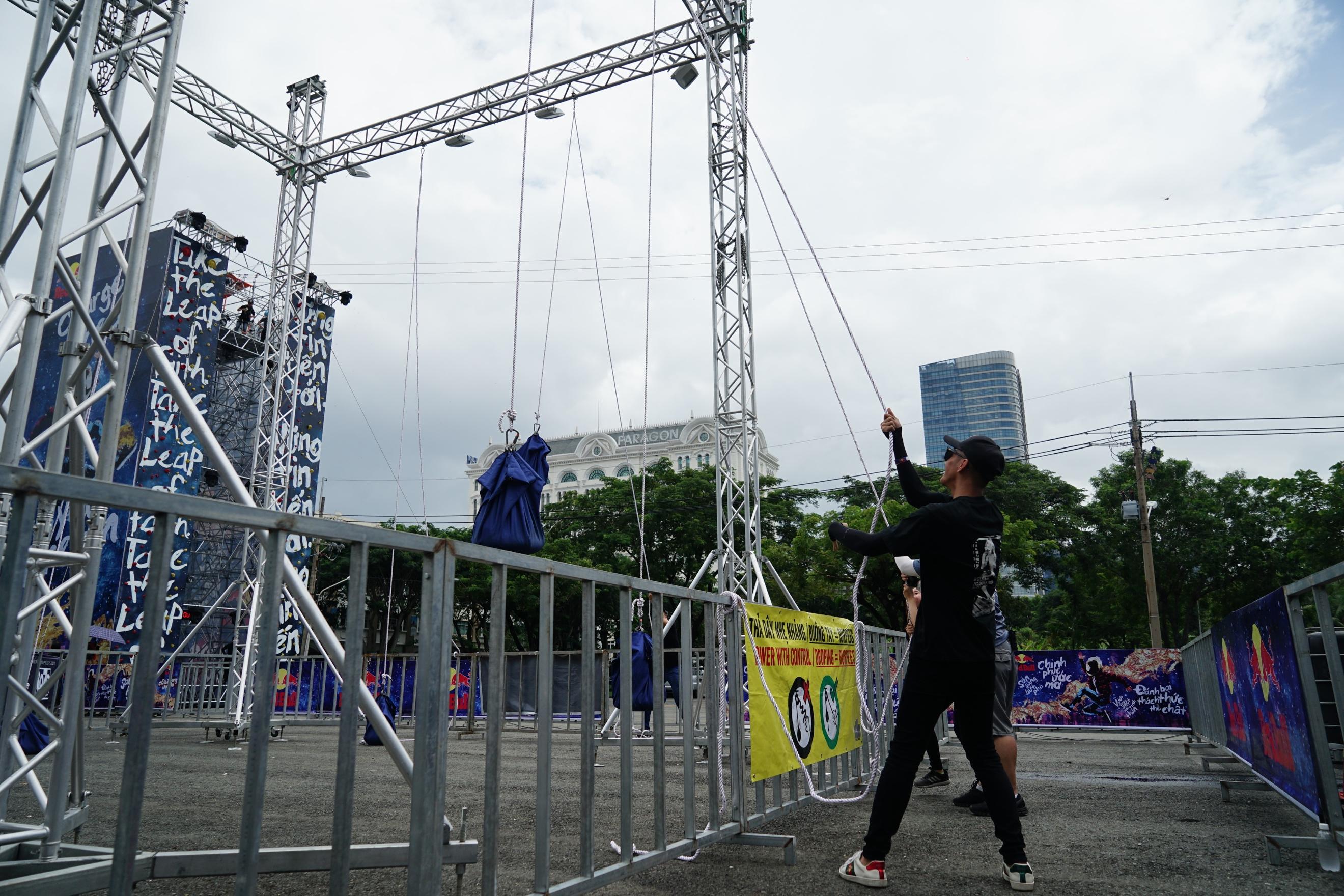 Sao Việt và giới trẻ Sài thành rủ nhau thách thức với zipline mạo hiểm - Ảnh 3.