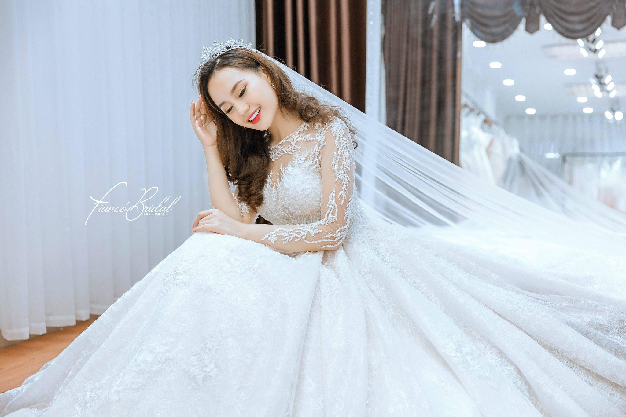 Nếu có ý định tìm cho mình một chiếc váy cưới thật chất, đây là gợi ý cho bạn - Ảnh 3.