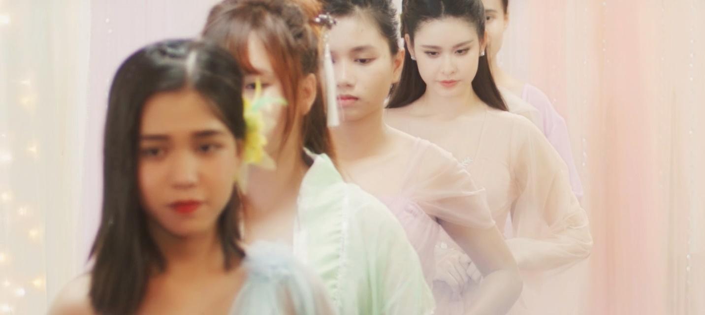 Trương Quỳnh Anh tiếp tục hóa mỹ nhân cổ trang trong MV mới - Ảnh 2.