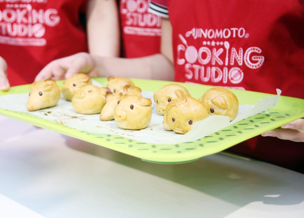 Hà Nội: Các bé cùng bố mẹ trổ tài làm bánh Trung thu hình con vật ngộ nghĩnh cực đáng yêu - Ảnh 9.