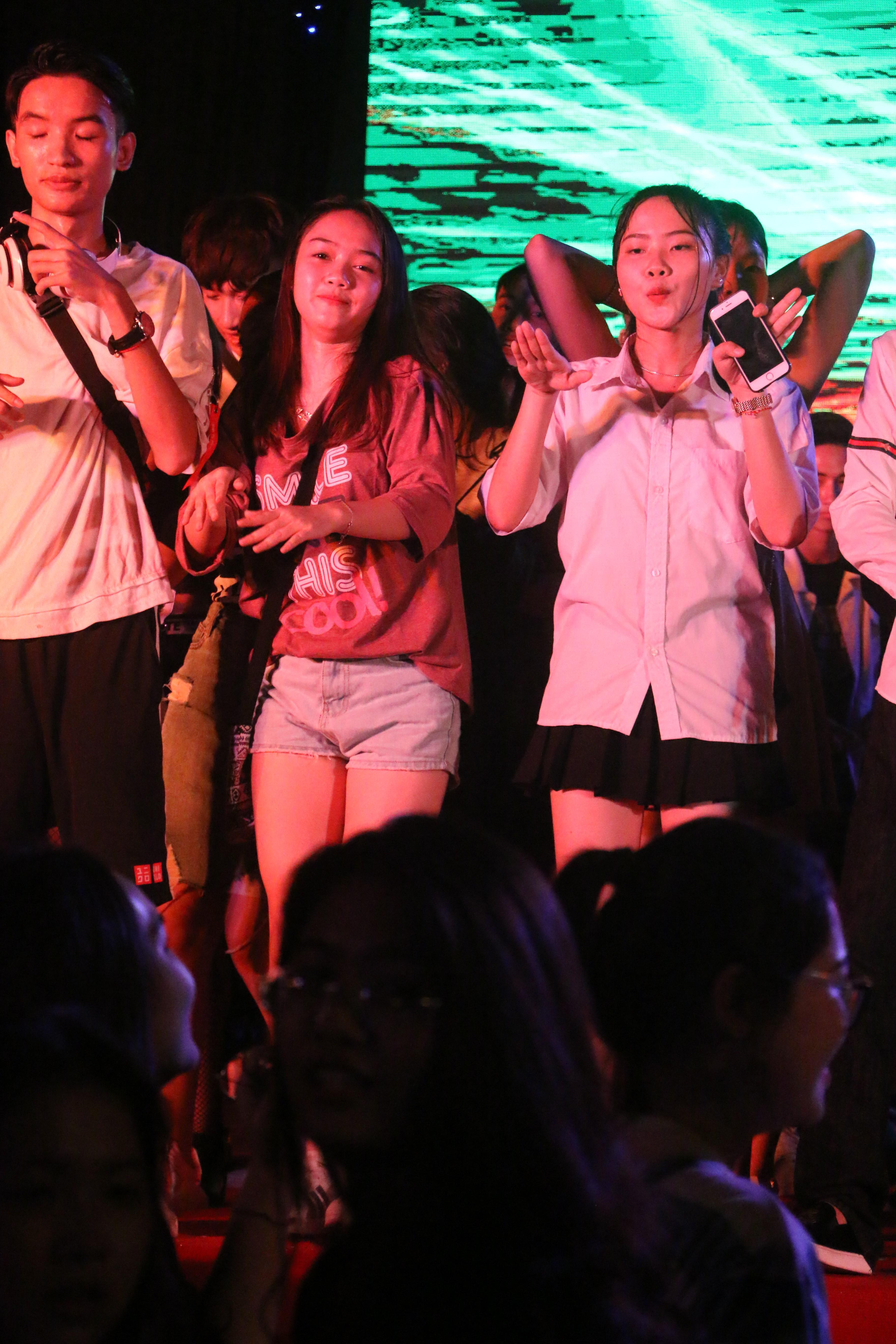 Sinh viên Đại Nam cháy hết mình trong bữa tiệc âm nhạc cùng ca sĩ Min - Ảnh 6.