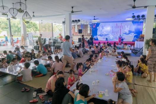 """Rộn ràng đêm hội """"Gia đình là số 1"""" cho thiếu nhi quận Hoàng Mai, Hà Nội - Ảnh 1."""