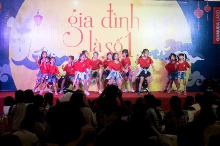 """Rộn ràng đêm hội """"Gia đình là số 1"""" cho thiếu nhi quận Hoàng Mai, Hà Nội - Ảnh 5."""