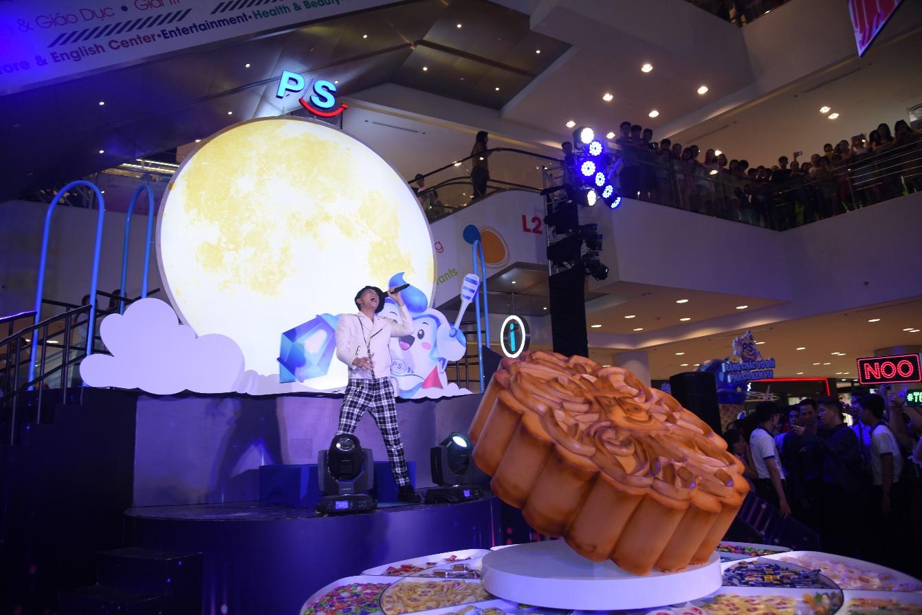 Bà xã Lý Hải, Đăng Khôi, Phương Vy idol nô nức phá cỗ trong đại tiệc Trung thu hoành tráng - Ảnh 7.