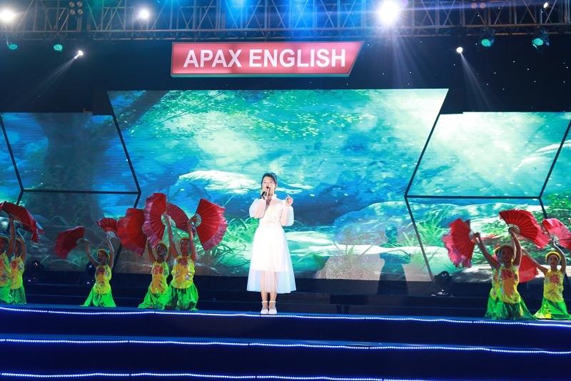 Quán quân The Voice Kids Dương Ngọc Ánh tỏa sáng trong đêm hội trăng rằm Apax English - Ảnh 3.