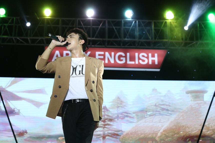 Quán quân The Voice Kids Dương Ngọc Ánh tỏa sáng trong đêm hội trăng rằm Apax English - Ảnh 4.