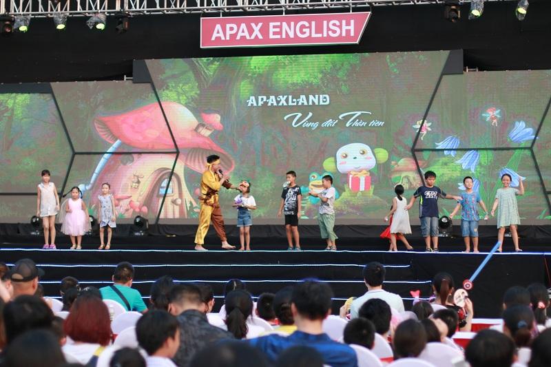 Quán quân The Voice Kids Dương Ngọc Ánh tỏa sáng trong đêm hội trăng rằm Apax English - Ảnh 5.