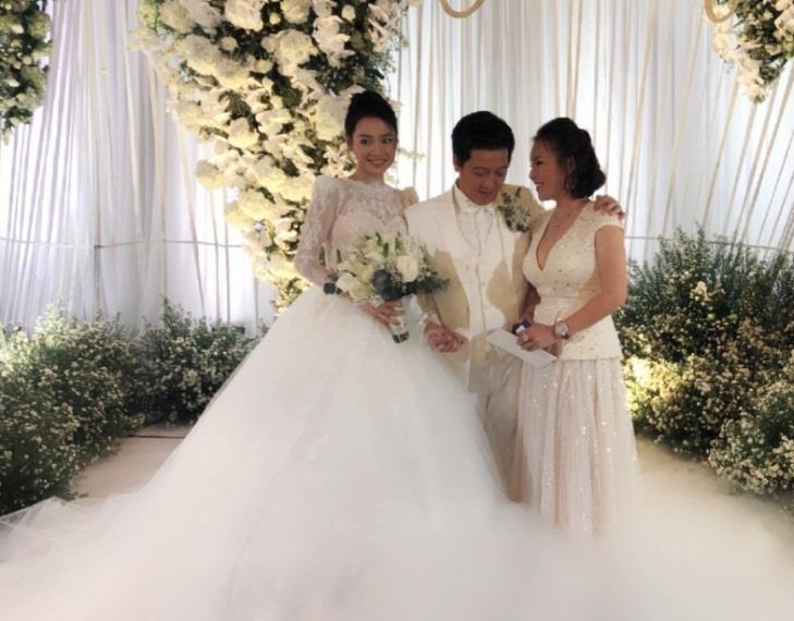 Nữ doanh nhân bí ẩn xuất hiện tại đám cưới Trường Giang - Nhã Phương - Ảnh 1.