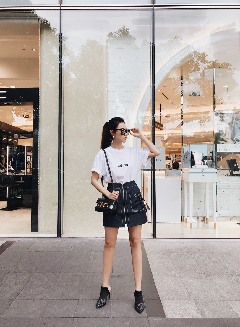 Midu cùng dàn sao Việt xuống phố chuẩn phong cách thời thượng chỉ với áo thun trắng basic - Ảnh 2.
