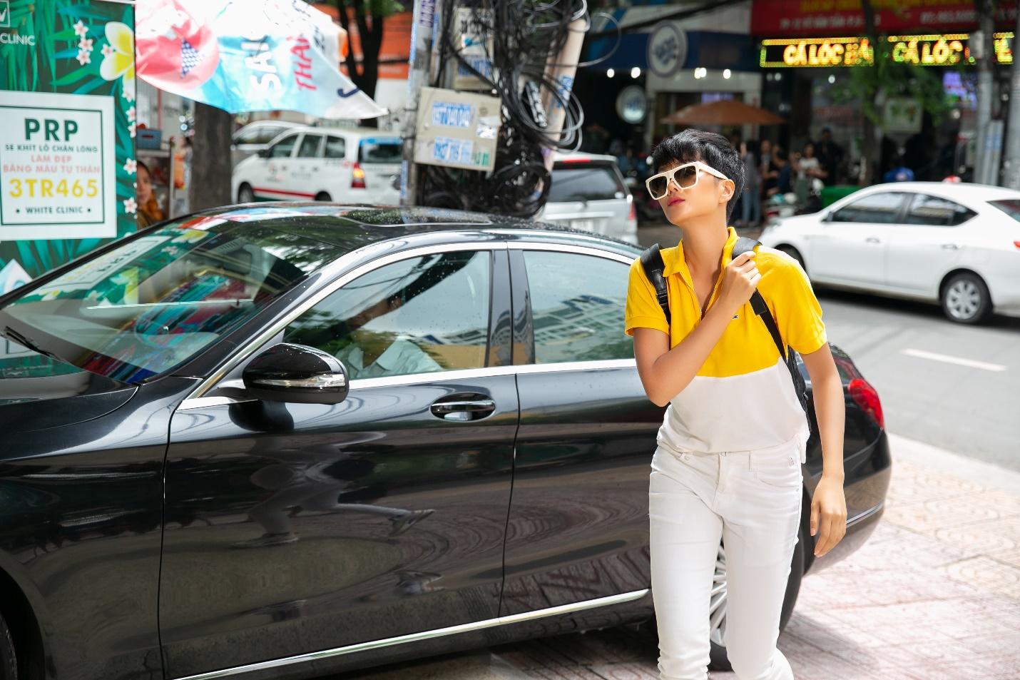 Hoa hậu HHen Niê đến spa tắm trắng trước thềm cuộc thi Hoa hậu Hoàn vũ Thế giới? - Ảnh 6.