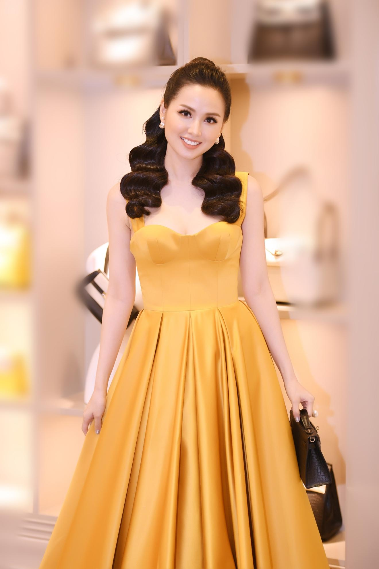 Sự kiện khai trương thương hiệu túi Thái Lan thu hút giới thời trang và hot girl Hà thành - Ảnh 2.